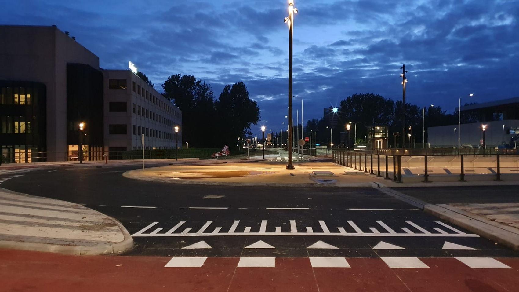 Kruispunt Zonnestein is weer open voor al het verkeer. De fietspaden langs de Beneluxbaan moeten nog wel hersteld worden. Dat gebeurt de komende weken.