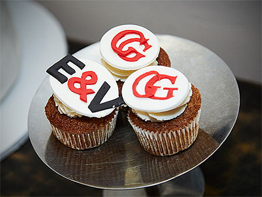 Visp - Cupcakes with the logos of Engel & Völkers and the GG Magazine.