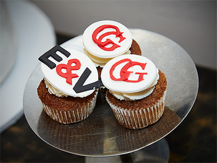 Groß-Gerau - Cupcakes with the logos of Engel & Völkers and the GG Magazine.