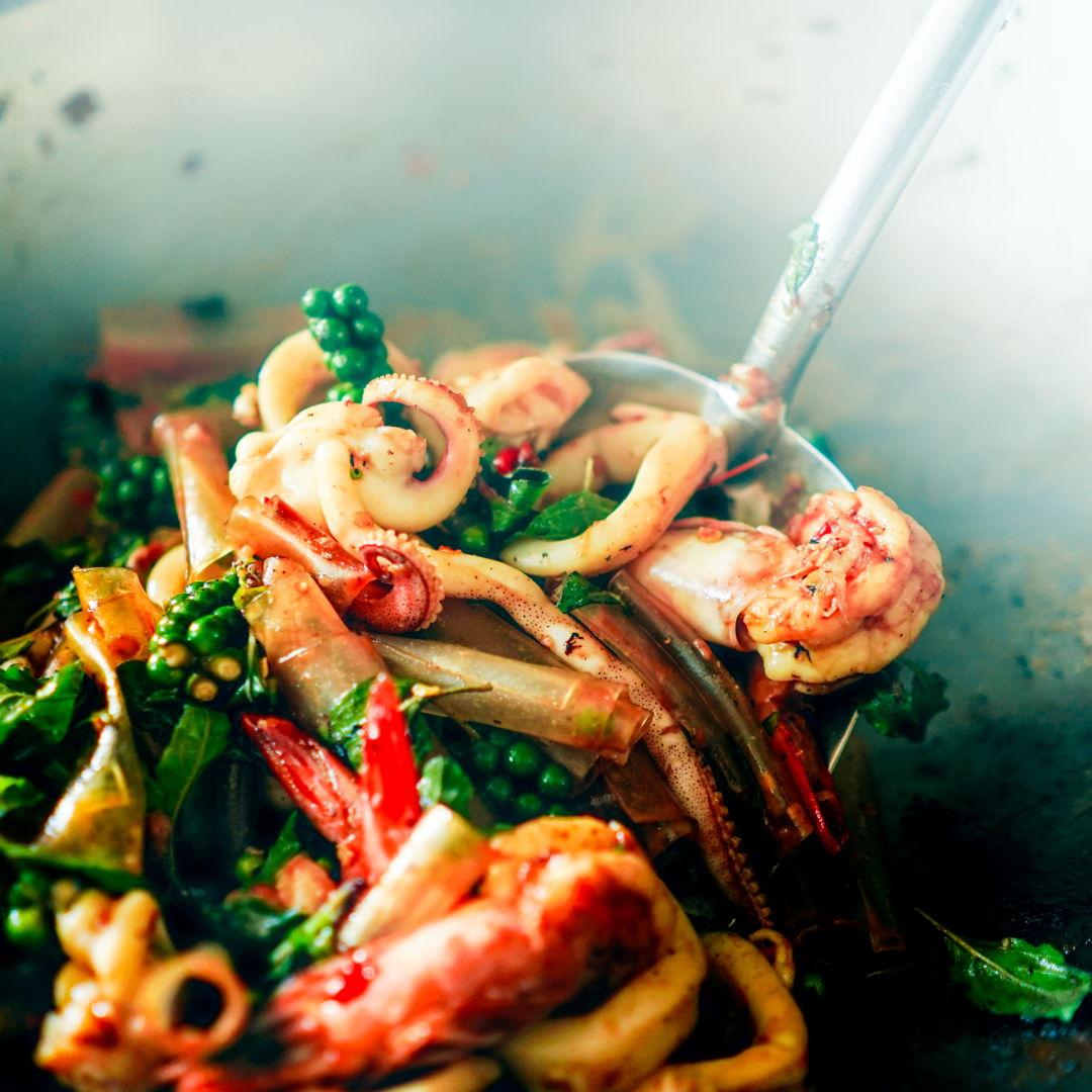 Pad Kee Mao Ta Lae - Stir fried drunken noodle seafood