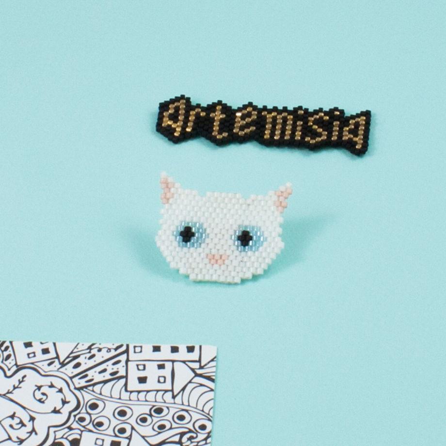 Значок Белый кот