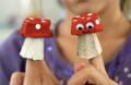 Marionnettes champignons en boîte d'oeufs