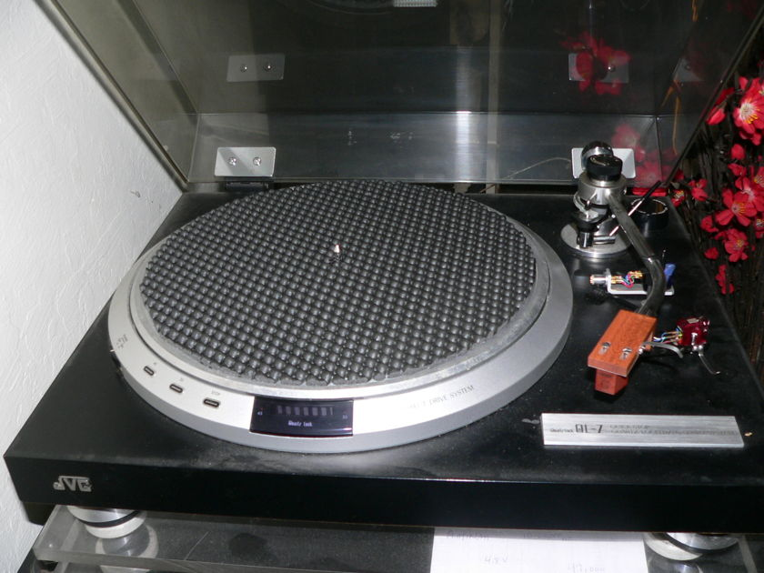 JVC QLY-7 with dust cover and cartridges