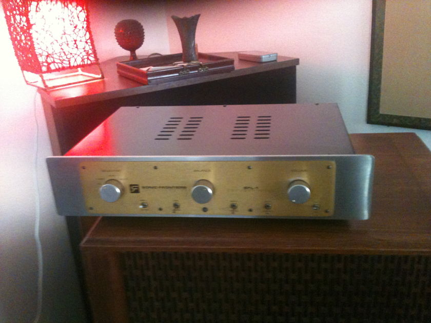 Sonic Frontiers SFL-1 Hybrid preamp