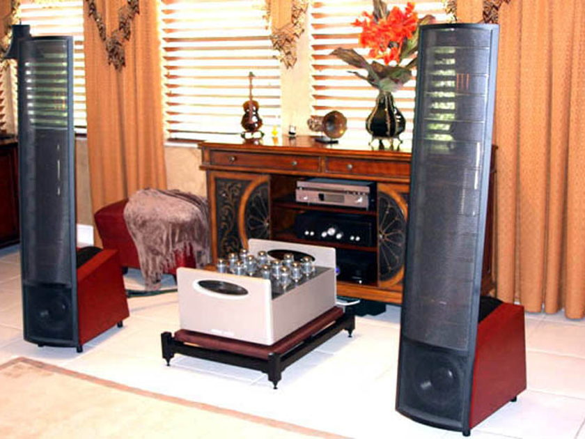 Steve Blinn Designs Superb Amp Stand, these stands really make a difference