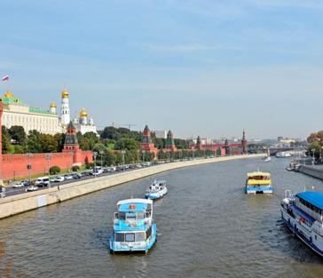 На теплоходе «From Capital To Capital» от Москва-Сити до парка Зарядье