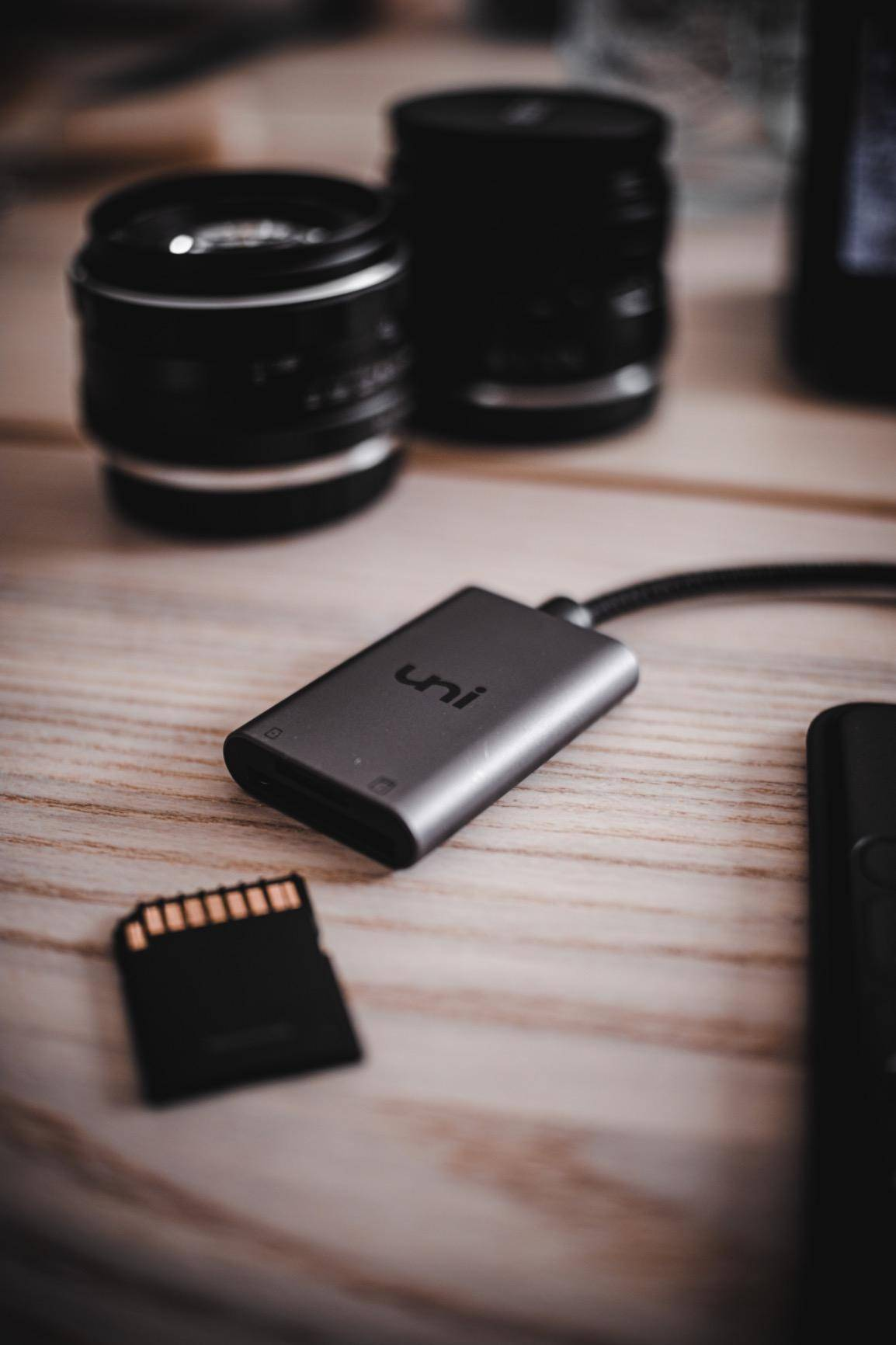 USB-C to SD / MicroSD Card Reader, sd card reader usb-c, micro sd card reader usb-c, usb c to SD card reader, braided nylon cable, card reader