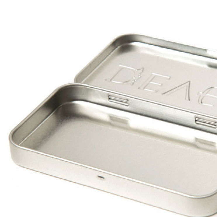 A hinged lid tin