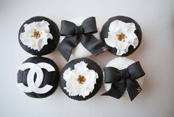 Chanel themed cupcakes with Chanel logo and flowers