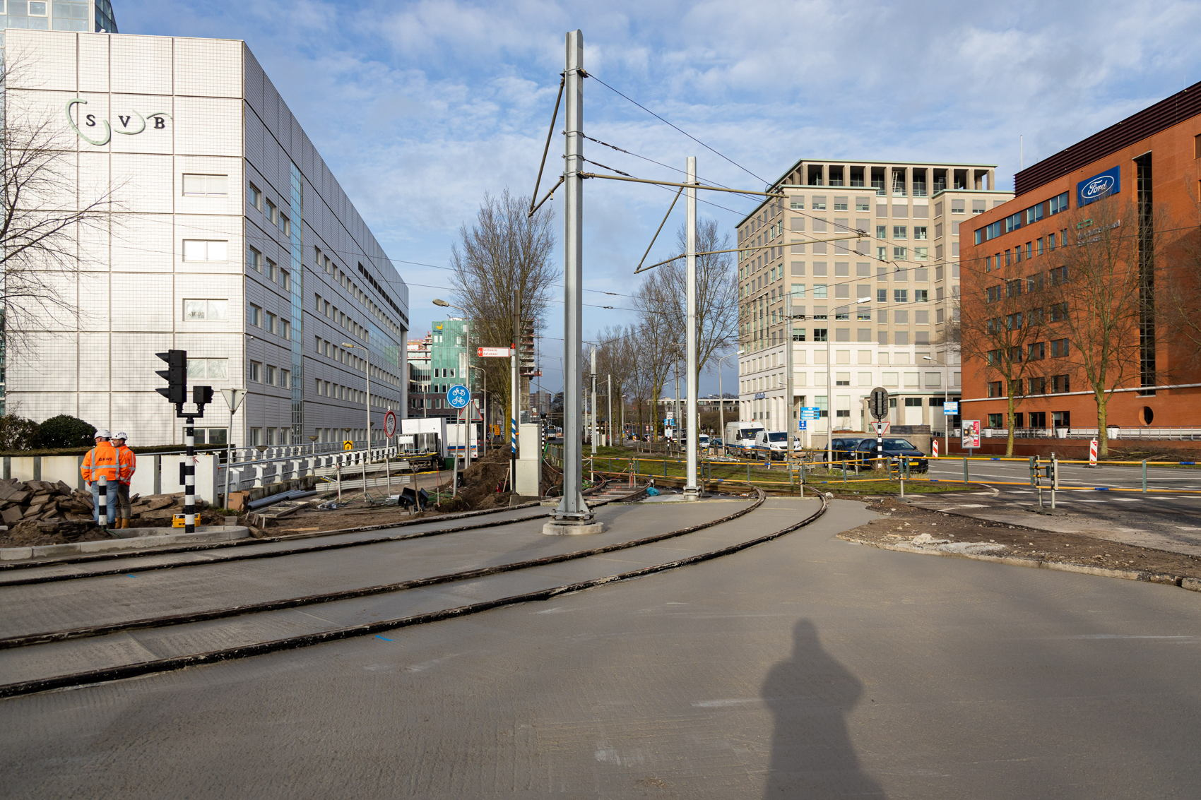 Twee dagen later, op maandag 17 februari, ligt het spoor van de spoorboog er inmiddels al in en is de tweede beton laag ook gestort.