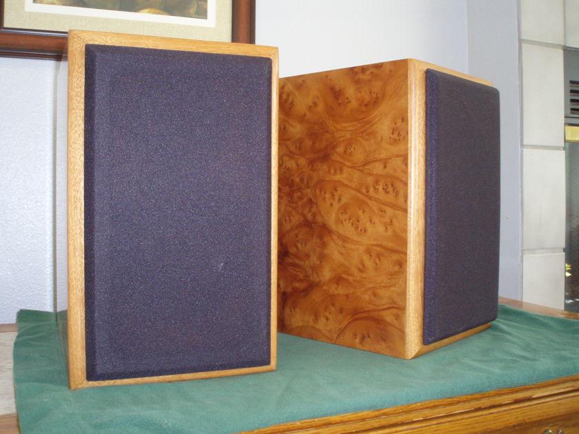 Salk  CAOW1 Monitor Speaker in Burled Mahagony
