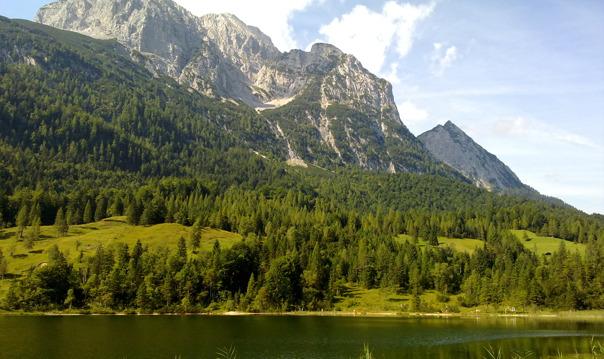Баварская деревня Миттенвальд - альпийское озеро Лаутерзее - Карвендель