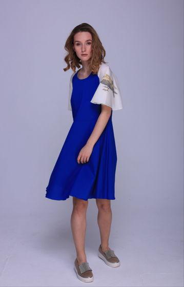 летнее платье с вороной на рукаве