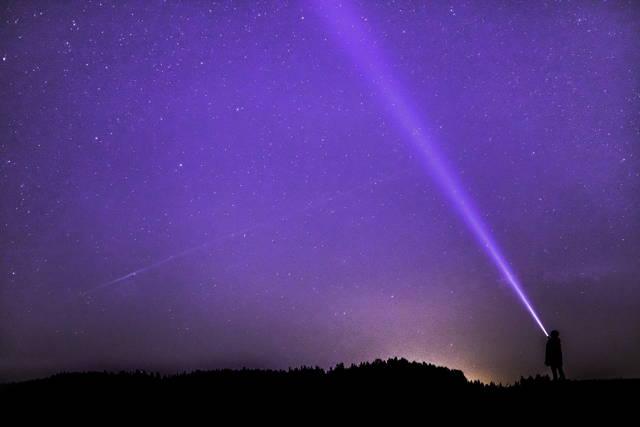 use a flashlight to illuminate stars and shoot