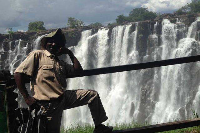 Enjoy the Breeze of a Wonder at the Victoria Falls on a Guided Tour