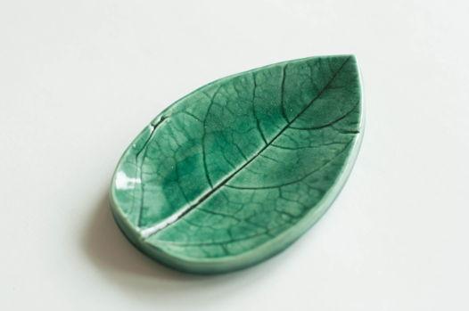 Лист-подсвечник изумрудного цвета