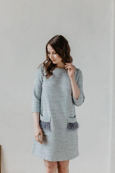Платье-трапеция с отстегивающимися перьями