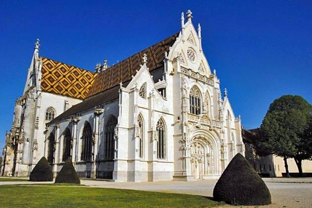 Королевский монастырь Бру, деревушка Перуж, гастрономия: знаменитая бресская курица АОС