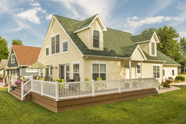 Cape Cod with Deck Front