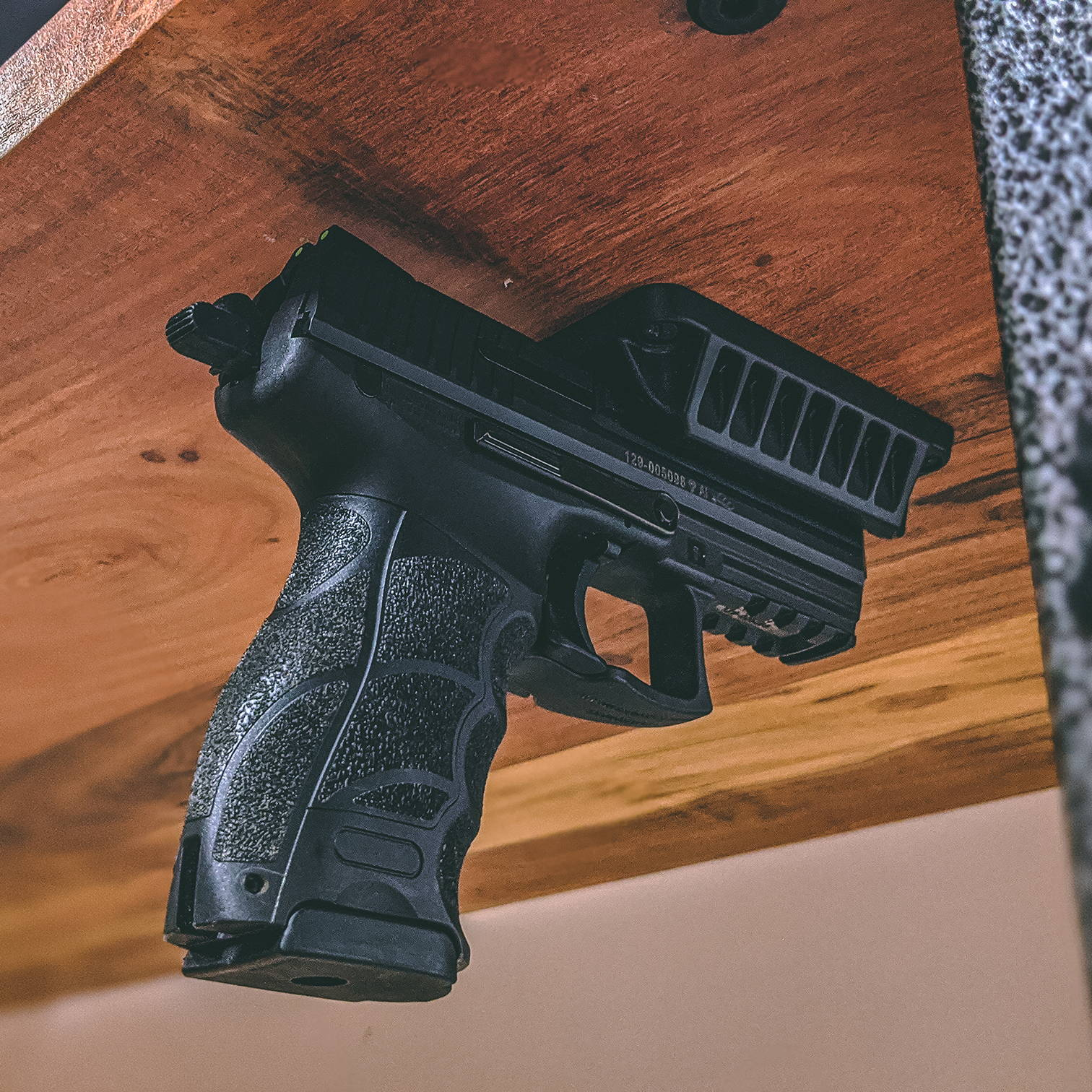 Concealed Magnetic Gun Mount Holder Pistol Rifle Holster Bracket Magnet Stand Holder for Gun Hide In Truck Car Under Table Wall