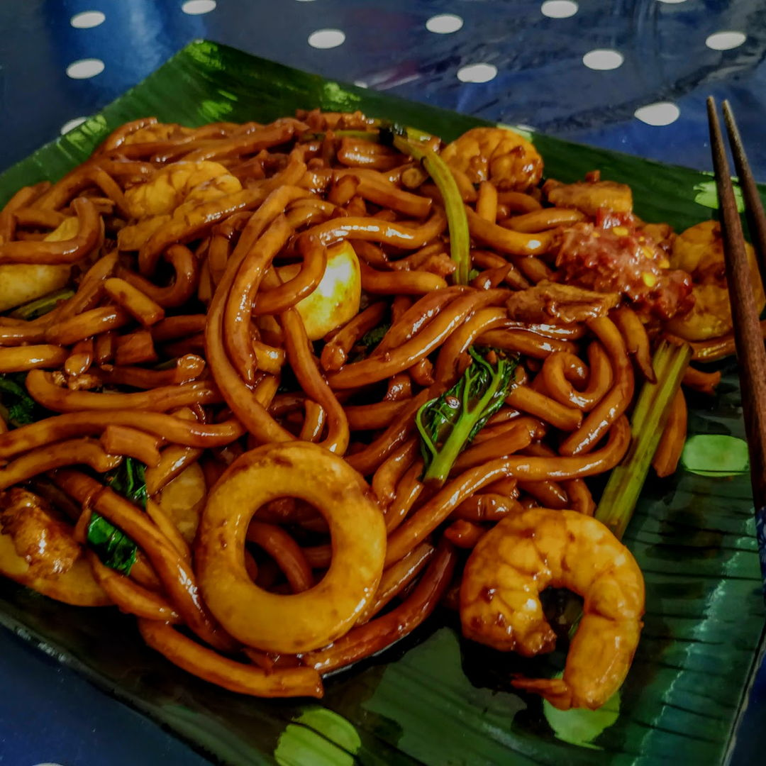 Craving for it ever since i saw it online. :) Had to replace the mee with Udon and used dark soy sauce instead cos that the closest things i can find in France. Still Good and like always, its awesome :) Thank you Grace.