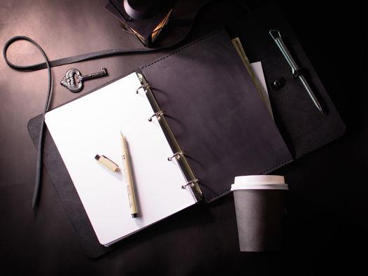 Кожаный блокнот на кольцах формата А5 со сменными блоками -MYSTERY- цвет Black Carbon