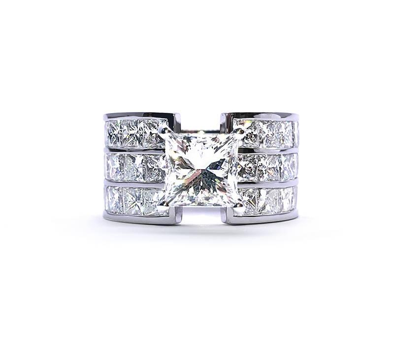 three-stage diamond ring and central diamond