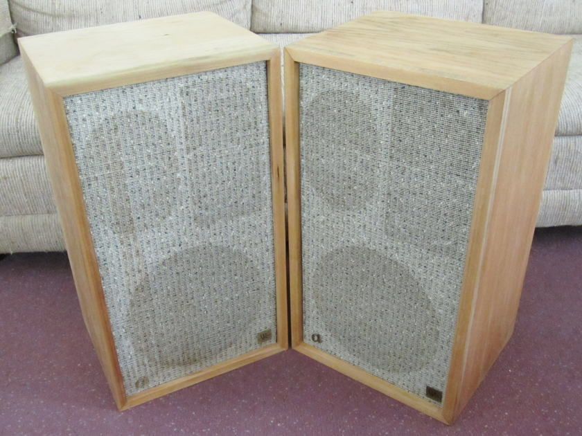 ACOUSTIC RESEARCH AR2A SPEAKERS VINTAGE  CLASSICS - NATURAL FINISH