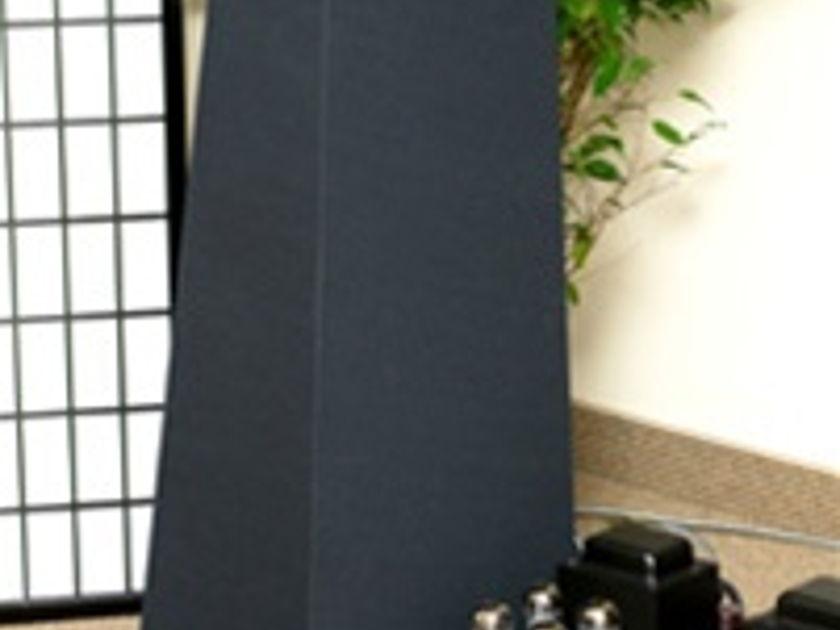 Vandersteen Quatro black cloth/birch trim  includes M5-HP high-pass xovers