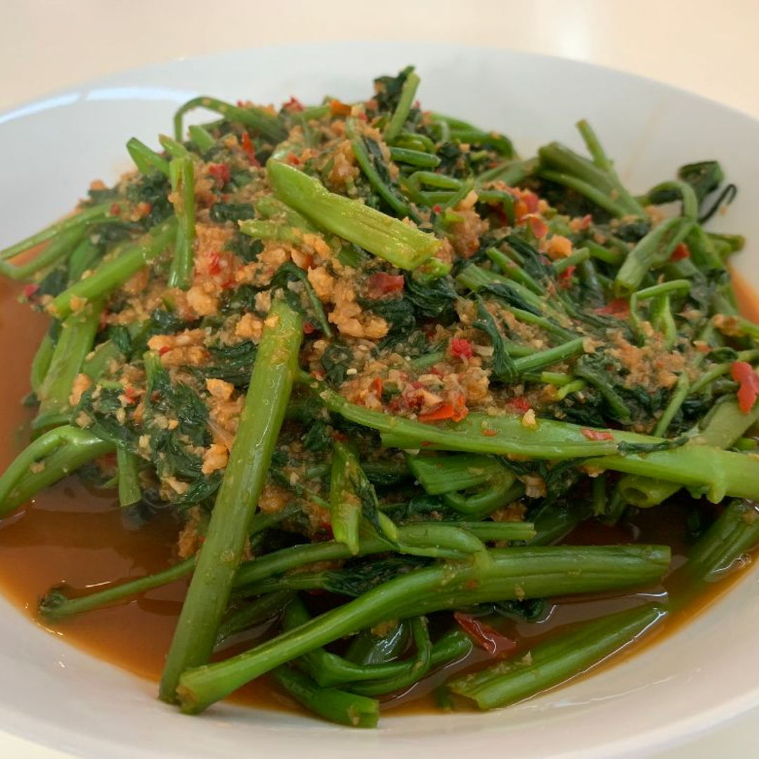 It is spring here in North America.  Kangkung is available in the market.  Thanks to Nyonya Cooking style of Kangkung cooking.  Happy Eating.