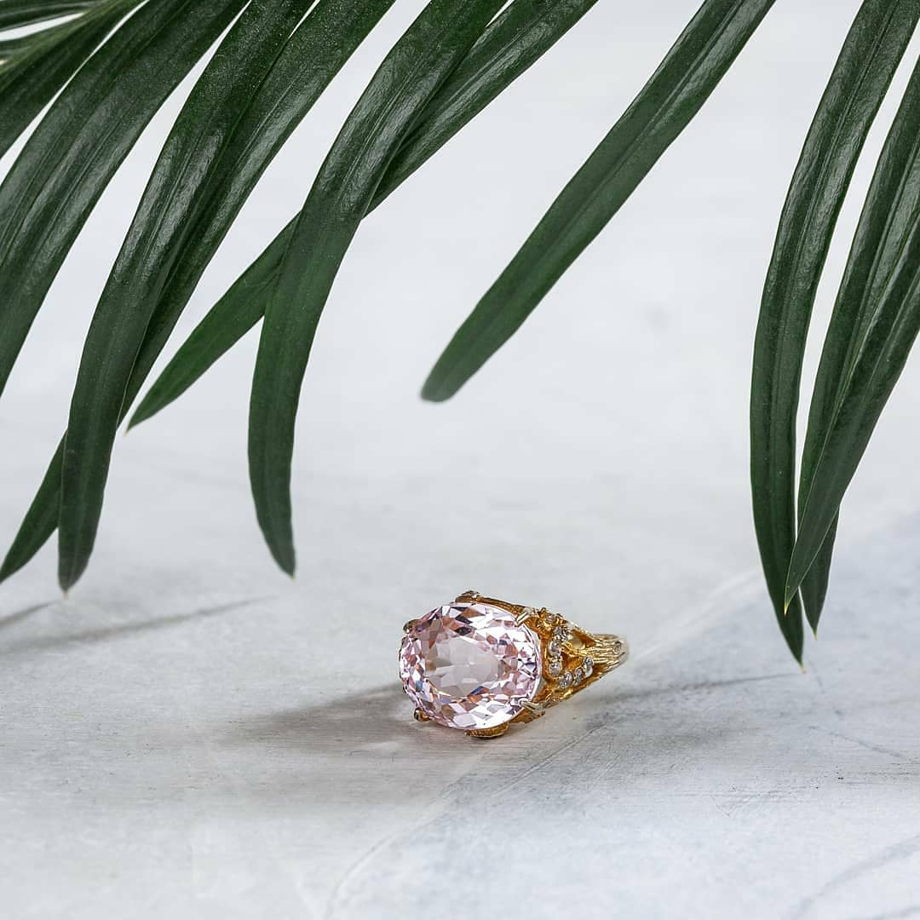 Авторское кольцо с розовым топазом.