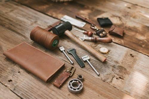 sac à main femme entretien et réparation avec de bons outils