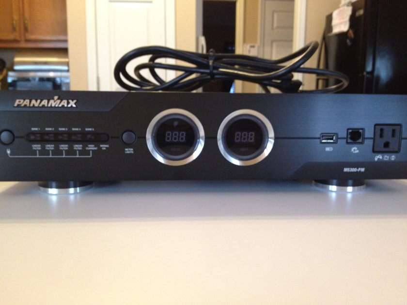 Panamax M5300-PM Power Conditoner