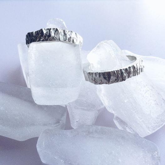 Кольцо с фактурой дерево со льдом
