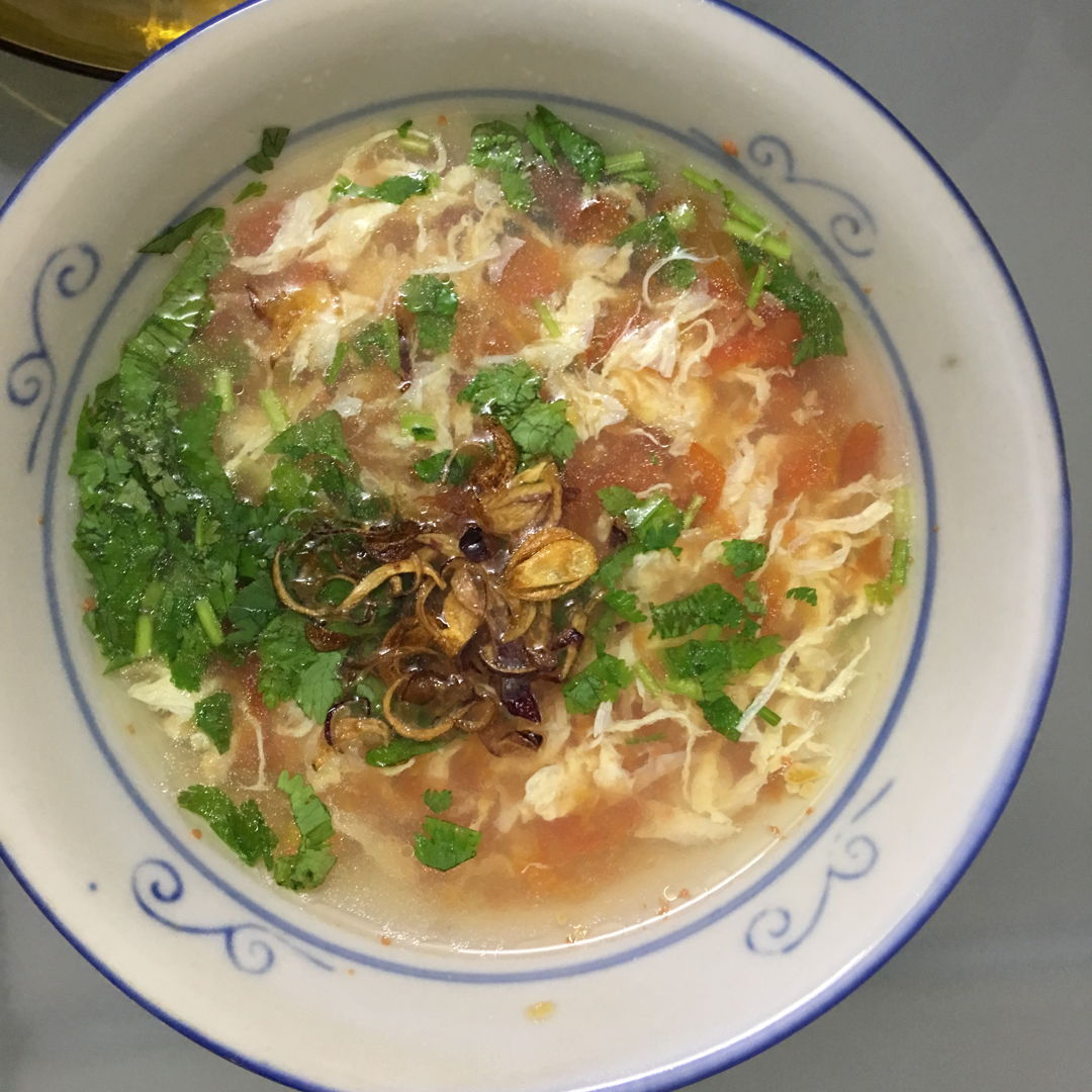 Tomato Egg soup. This is superb superb easy soup. First trial, the soup was plain without cornstarch and sesame oil.   Then, I added all the balance ingredients.  We prefer the plain version. Lol. At least, we tried both. ;)) the fried shallots give it a ++