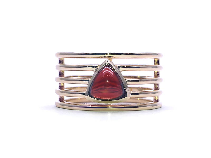 4 stems yellow gold ring with garnet trillion cabochon format