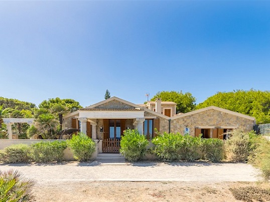 Puerto Andratx - Spacious summer house for sale in first sea line, Cala Ratjada, Mallorca