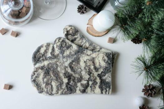Прихватки-рукавицы из шерсти с мраморным узором
