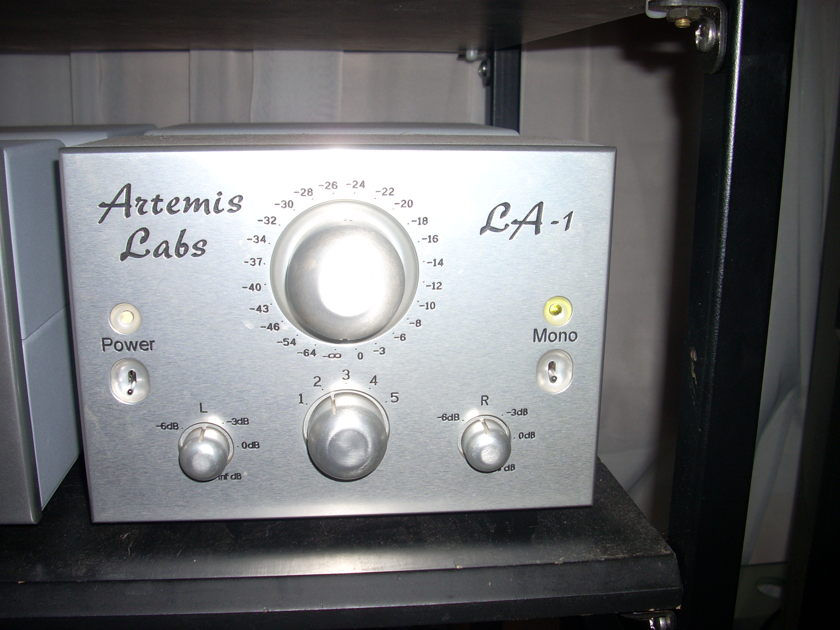 Artemis Labs LA1 and PH1 tube line and phono stage