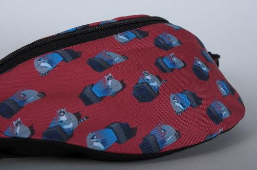Поясная сумка с енотами