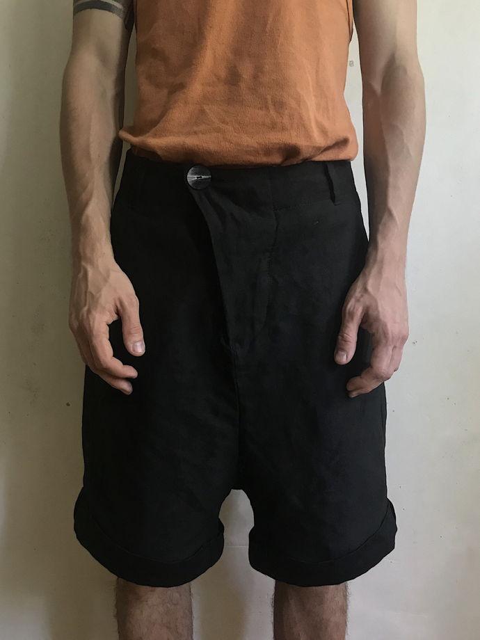шорты асимметричного кроя из китайской крапивы и льна