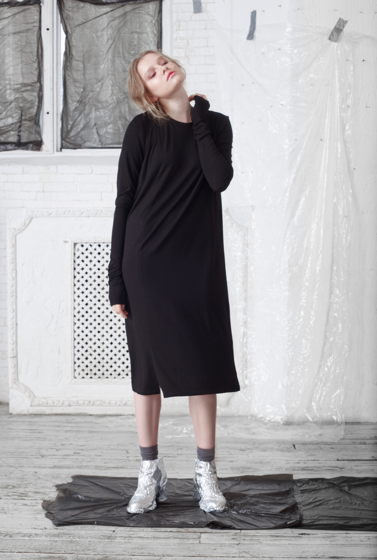 Платье женское из трикотажа свободного кроя