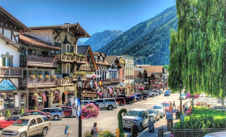 Women Only Leavenworth Lunch and Shopping Tour