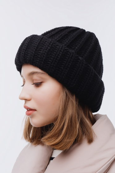 Вязаная шапка-зефирка из смесовой шерсти черного цвета