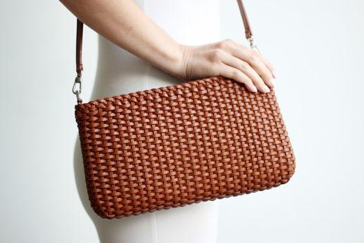 Плетеная светло - коричневая сумка