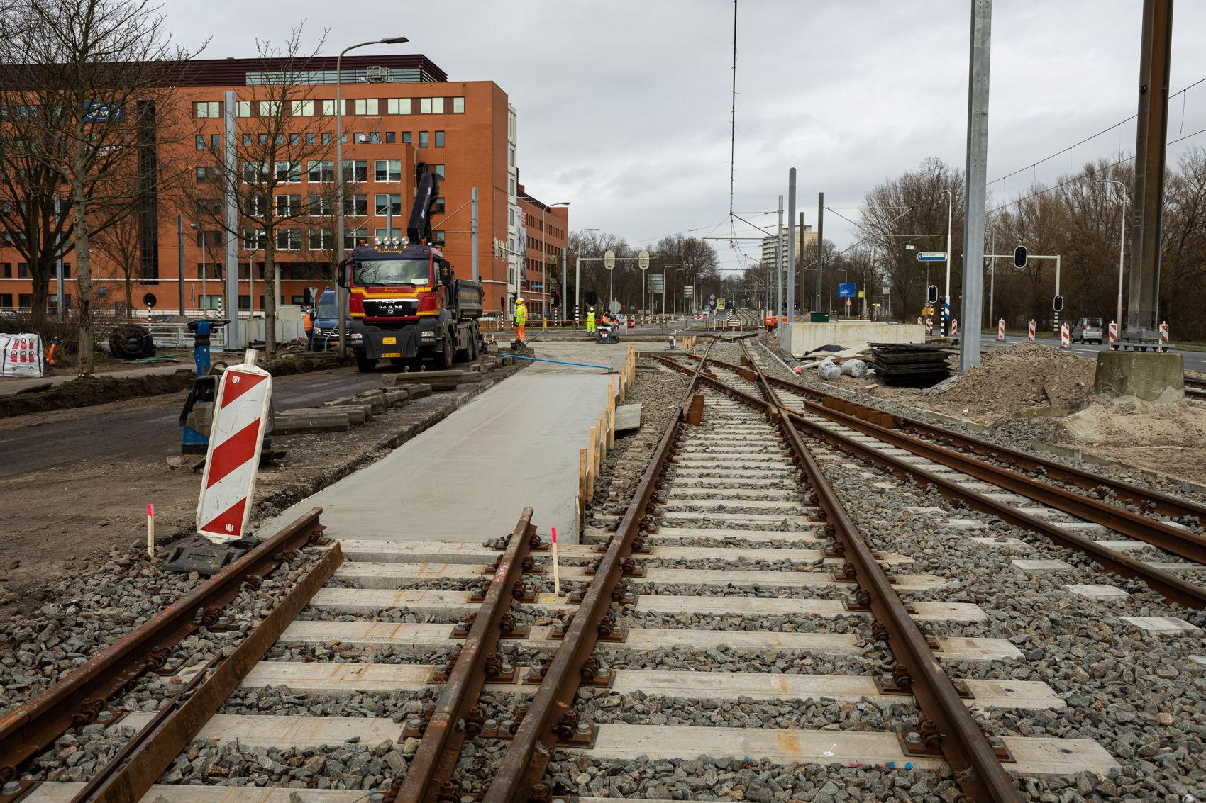 De aansluiting van de nieuwe boog op het huidige spoor richting Ouderkerkerlaan op zaterdag 15 februari.