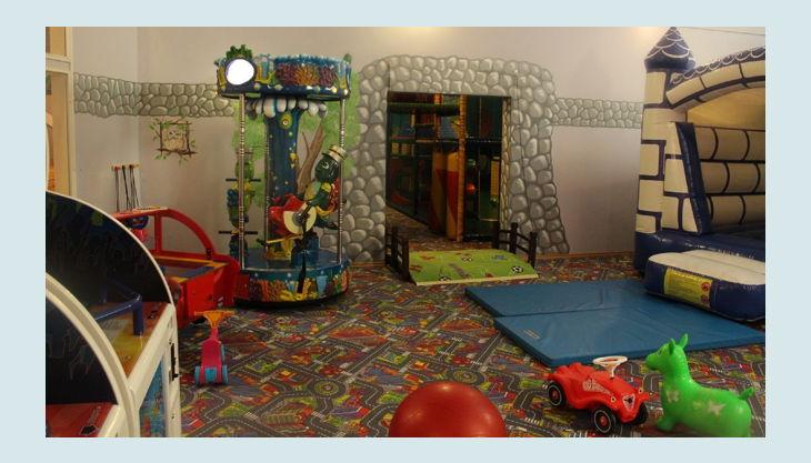 ritterland spielautomaten und hüpfburg