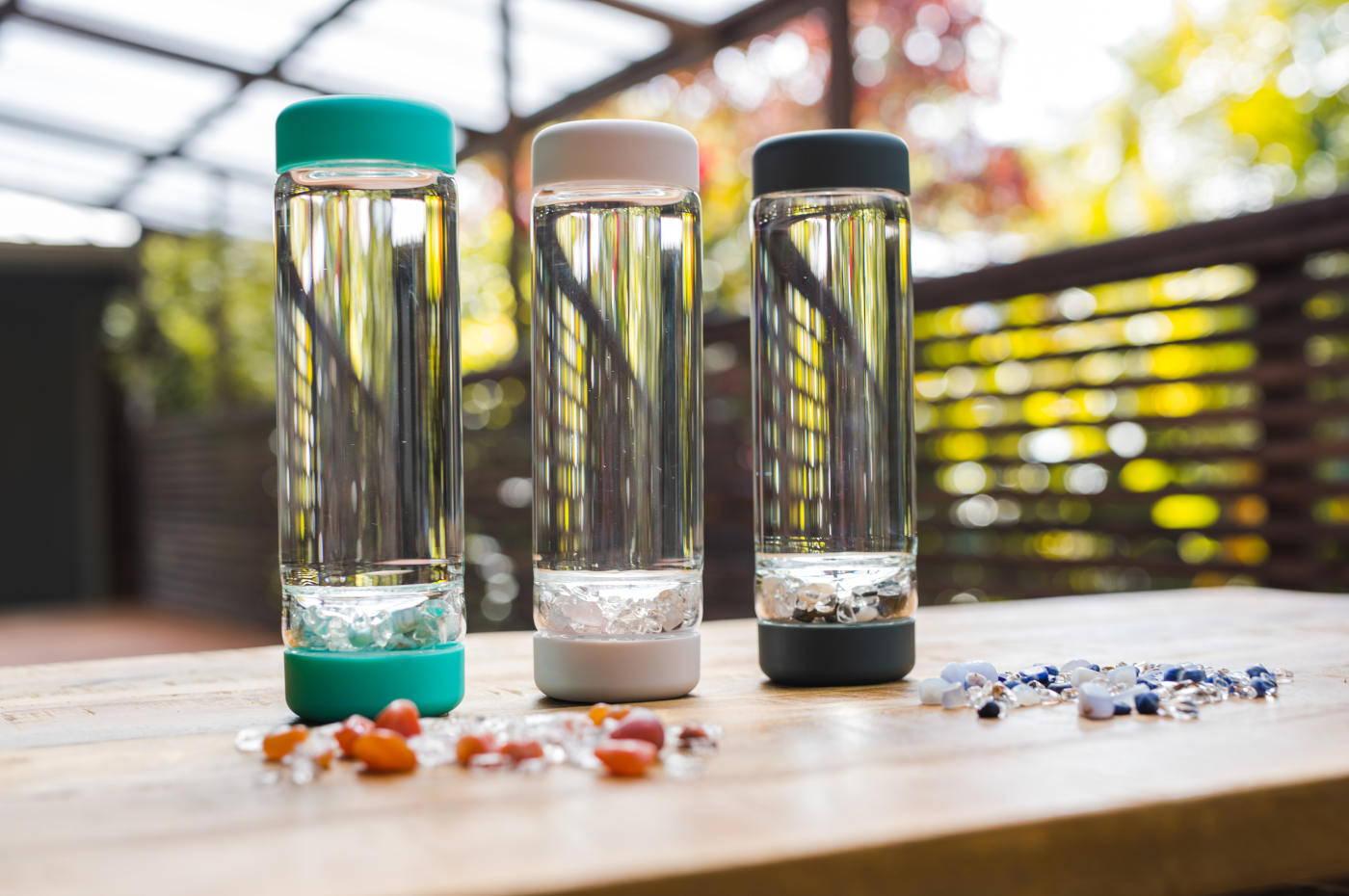 Vita Juwel inu! Flaschen & Edelsteinmischungen (DIY)