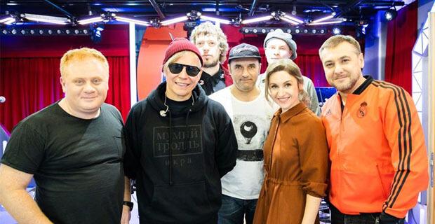 Группа «Мумий тролль» выступила в утренней программе «Золотой микрофон» на «Русском Радио» - Новости радио OnAir.ru