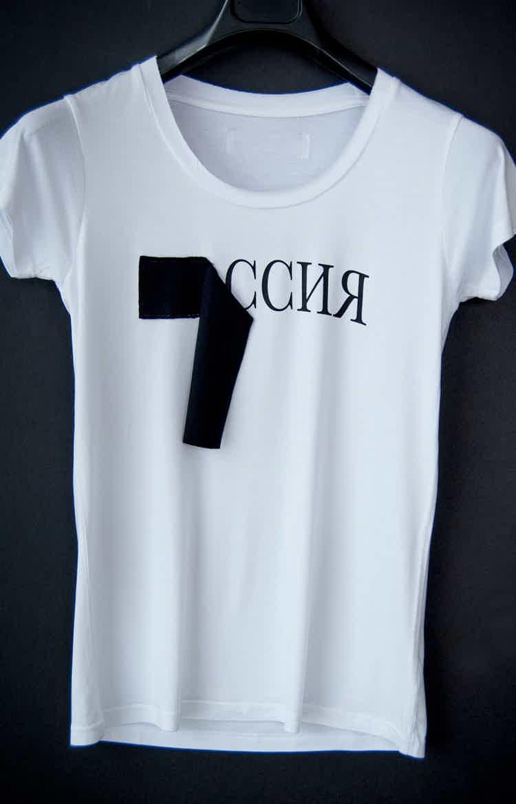 Белая женская футболка Россия